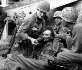 US soldaten met Duitse bepakking