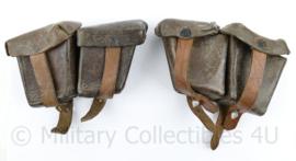 Oostenrijks WO2 Steyr paar patroon tassen  - bruin leer - gedateerd 1930 & 1943 - 18 x 10 x 5 cm - origineel