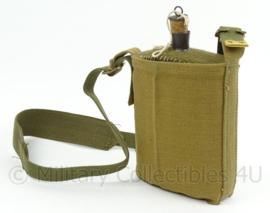 Britse M37 veldfles met hoes en draagriem - replica