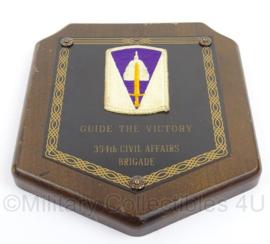 US Army wandbord met embleem 354th Civil Affairs Brigade MET embleem - afmeting 17,5 x 20 cm - origineel