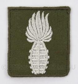 """KL Landmacht embleem """"Geoefend handgranaatwerper"""" zilver - afmeting 4,5 x 5 cm - origineel"""