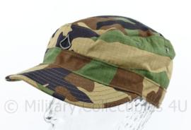 US Army Woodland cap met rang Private First Class PFC  voorop - maat 7 = 56 - origineel