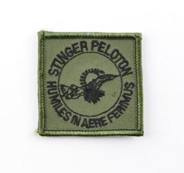 KL Nederlandse leger Stinger Peloton Humiles in Aere Ferimus borstembleem - met klittenband - afmeting 5 x 5 cm - origineel