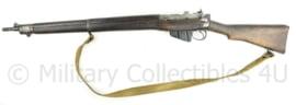 Onklaar Wo2 Britse no 4 MK2 Lee Enfield geweer met originele draagriem 1944  - 112 cm. lang - origineel