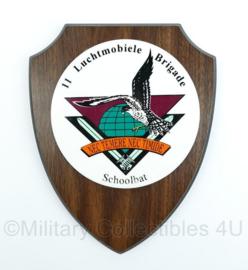 11 Luchtmobiele Brigade wandbord - schoolbat - afmeting 17,5 x 22,5 x 1,5 cm - origineel