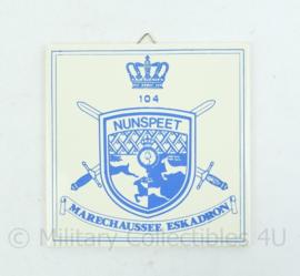 KMAR Marechaussee wandbord Eskadron 104 Nunspeet - 15x15x0,5 cm -origineel