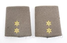 Defensie vorig model dikke winter mantel officiers epauletten - rang 1e Luitenant  - origineel