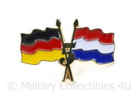 5 Jaar Duits Nederlandse korps vlag  speld  - 22 MM - origineel