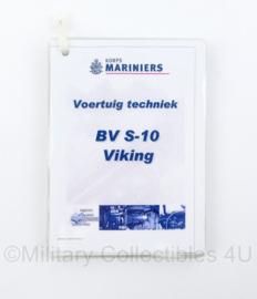Zeldzame geplastificeerde voertuig techniek en handleiding kaarten Korps Mariniers BV S10 Viking rupsvoertuig - 15 x 22 cm - origineel
