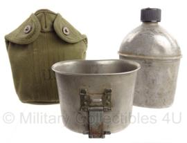 WO2 US Army veldfles set - fles 1944, beker jaren 50 en OD hoes jaren 50 - origineel