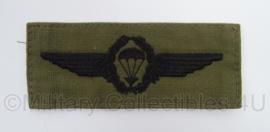 Duitse BW Bundeswehr stoffen Parawing Fallschirmjager - GVT zwart op groen - afmeting 5 x 12 cm - origineel