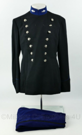 Kmar Marechaussee Adjudant uniform met opstaande kraag en dubbele rij knopen uit 1964 - set jas en broek -  maat 14 = 42 - origineel