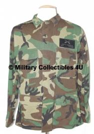 Woodland pak staffsergeant met zeldzaam ID op borst - Med reg. - origineel