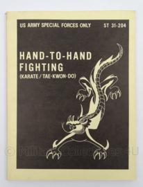 US Army naslagwerk Special Forces Hand to Hand fighting ST31-204 - afmeting 27,5 x 21,5 cm - origineel