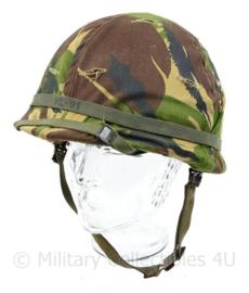 KL Nederlands leger jaren 90 M1 helm met DPM overtrek - overtrek voorzien van elastiek - origineel