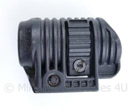 FAB PLA 1 Flashlight met Picatiny Rail Adaptor voor zaklamp op een wapen -7 x 5 x 4 cm  - origineel
