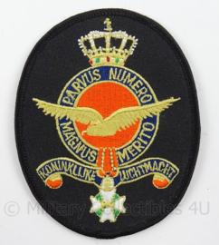 KLu Luchtmacht embleem - Parvus Numero Magnus Merito - afmeting 8 x 10,5  cm - origineel