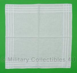 KL Nederlandse leger zakdoek WIT - licht gebruikt - 44 x 44 cm - origineel
