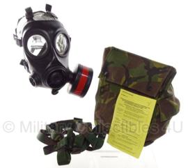 KL Nederlandse leger AMF12 gasmaskerset  met woodland tas - maat 2 - gebruikt  - origineel