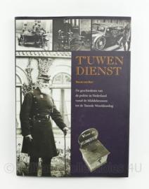 Tuwen dienst boek door Frank van Riet - geschiedenis van de Politie in Nederland vanaf Middeleeuwen tot WO2 - origineel