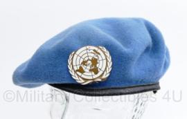 UN VN baret met insigne - maat 7 1/4 -  origineel