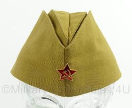 Russisch schuitje met insigne khaki (wo2 model) - 58 of 59 cm - origineel