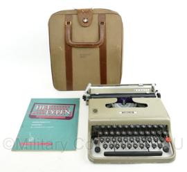 KCT Korps Commando Troepen Engelbr v Nassaukazerne schrijfmachine in Case - Olivetti Lettera 22 - 36 x 29 x 8 cm - origineel