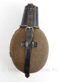 Wo2 Duitse veldfles met aluminium beker SMM 1944 matching - volledig origineel !