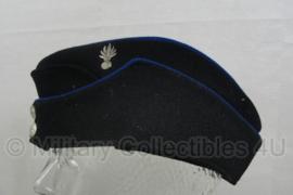 Korps Rijkspolitie schuitje met insigne - vroeg model 1947-1966 - maat 57 - origineel