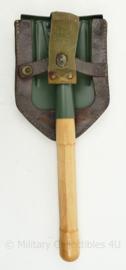 Zwitsers / Duitse replica klapschep met houten steel met originele koppeltas