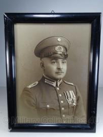 Foto in lijst - 49 x 37  cm.  Reichswehr unteroffizier met spange - origineel!