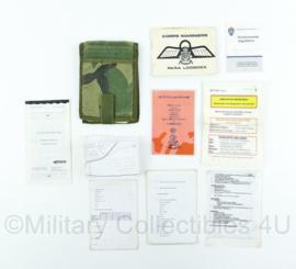 Korps Mariniers - documenten set in map met para logboek -17x12x2,5 cm -  origineel