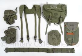 Complete US Army M56 vietnam oorlog uitrusting set - 8 delig!