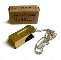 D-Day clicker met ketting en doosje