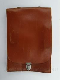WO2 Duitse lederen kaartentas - met Rb nr stempel - Topstaat ! - afmeting 27 x 19 x 3 cm - origineel