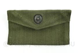 Korps Mariniers vorig model first aid pouch donkergroen Webbing - 15 x 8,5 x 0,2 cm - ONGEBRUIKT - origineel