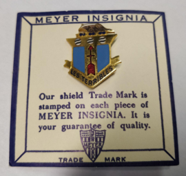 US Army 128th Infantry Regiment Les Terribles G unit crest metaal - 2,8 x 2,4 cm - maker Meyer - origineel