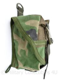 Korps Mariniers onbekende koppeltas  Forest Woodland Camo - met klittenband en oog - 16 x 9 x 9 cm - nieuw - origineel
