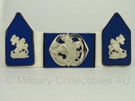 KL baret speld en kraagspiegel set - Regiment Cavalerie Huzaren van Boreel -  origineel