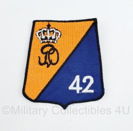Defensie modern mouw embleem 42 tankbataljon Cavalerie - 8 x 7 cm - origineel