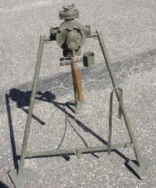 Waterpomp Zweedse leger op statief - origineel