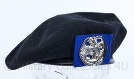 Nederlandse Cavalerie Huzaren baret met insigne 1992 - maat 58- origineel