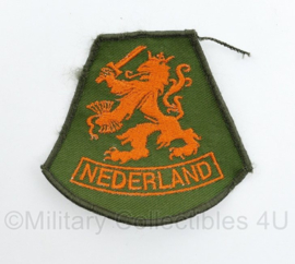 Defensie  NEDERLAND mouwleeuw embleem - onbekend model - 8 x 8,5 cm - origineel