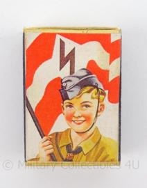 WO2 Duits luciferdoosje van echt hout - Hitlerjugend - afmeting 6 x 4 cm - replica