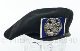 Defensie jaren 50 a 60 Kangol Cavalerie baret met insigne -  maat 59 - origineel