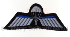 KL Nederlandse leger parawing - zwarte achtergrond - origineel