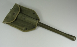 US M1943 schep met hoes en schep matching 1945 gestempeld - origineel WO2
