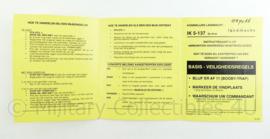 Defensie instructiekaart 5-137 munitieveiligheid en  hoe te handelen in een mijnenveld - 11 x 14,5 cm - origineel