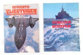 Set Naslagwerken Gevechtsvliegtuigen/Oorlogsschepen Hugh W. Cowin - origineel