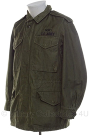 US M51 field jacket M-1951 field coat met insignes en jumpwing  - 1964 gedateerd - maat Small Short - origineel